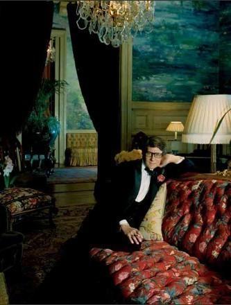 Ventes aux enchères Yves Saint LAURENT