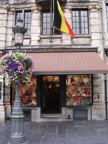 https://www.toutpourlesfemmes.com/sites/default/files/public/facade-rubbrecht_boutique.jpg