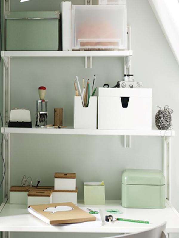 rangements malins rangement malin des bijoux dans la salle de bains avec un miroir mural ikea. Black Bedroom Furniture Sets. Home Design Ideas